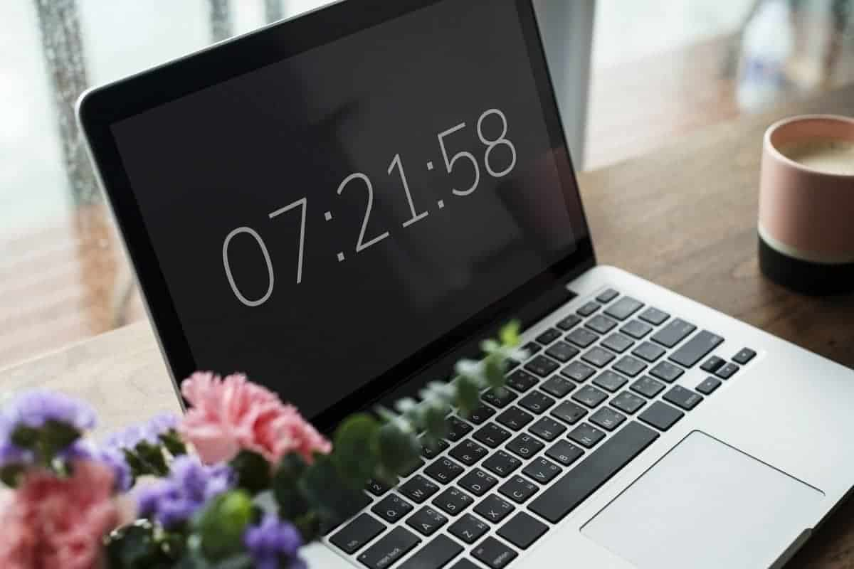 How Does a Computer Keep Time? A Simple Look at the CMOS