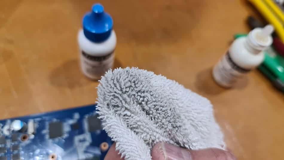 How to Replace GPU Thermal Paste (Help Keep Your GPU Cool) 7